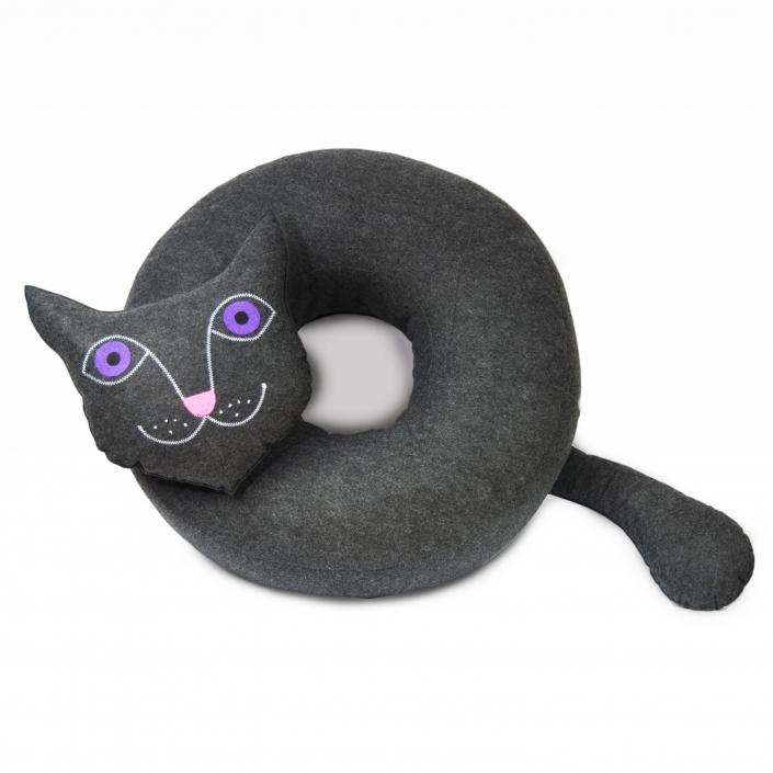 Zdjęcie produktu duża okrągła poduszka z filcu w kształcie kota