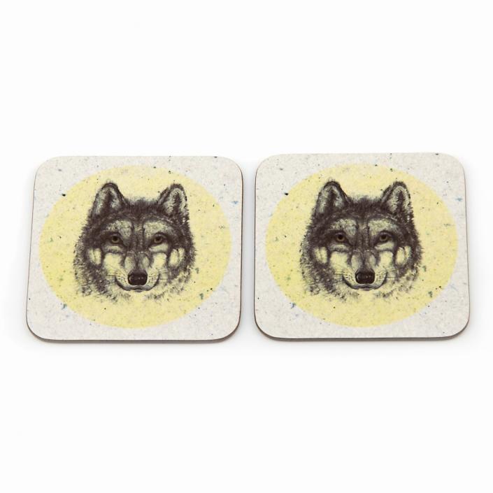 Zdjęcie produktu dwie podkładki korkowe pod szklanki z wizerunkiem głowy wilka