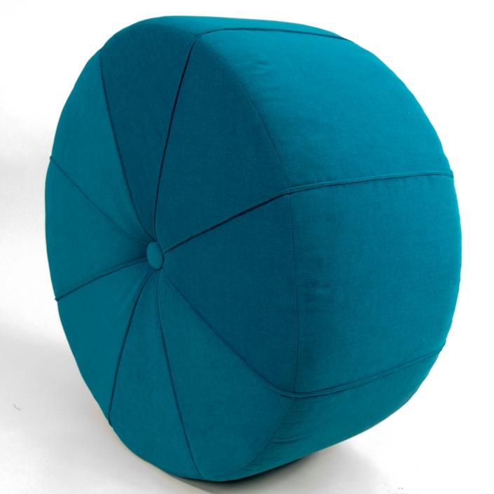 Zdjęcie produktu puf niebieski obity tkaniną widok z boku