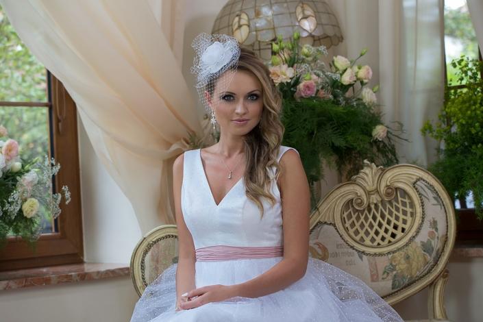Sesja zdjęciowa suknia ślubna modelka