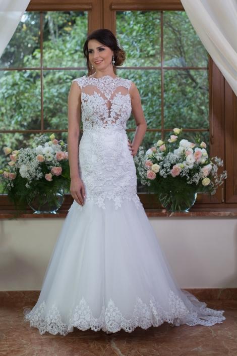 Sesja fotograficzna - suknia ślubna na modelce