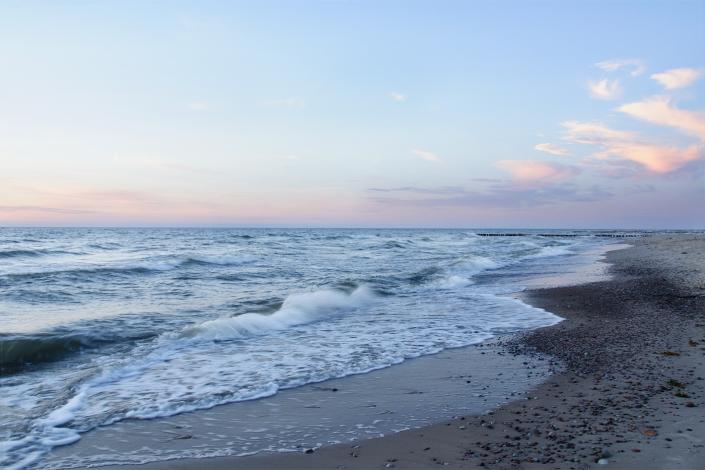 Fotografia krajobrazowa - plaża w niebieskiej tonacji