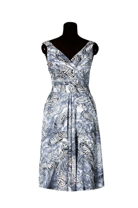 Zdjęcie produktu na manekinie - sukienka letnia we wzorki biało, granatowo czarna