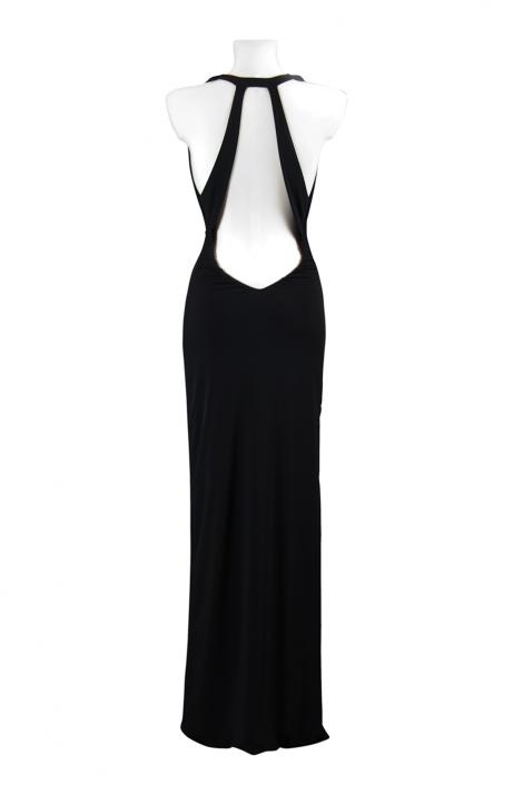 Zdjęcie produktu na manekinie - długa czarna suknia wieczorowa widok tyłu z odsłoniętymi plecami i dekoltem fala