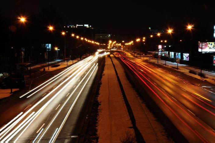 Fotografia miejsca - ulica nocą