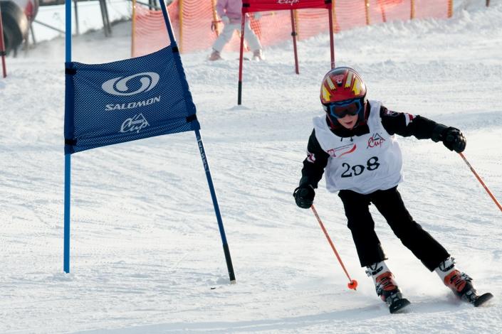 Fotografia sportowa - dziecięce narciarskie zawody sportowe