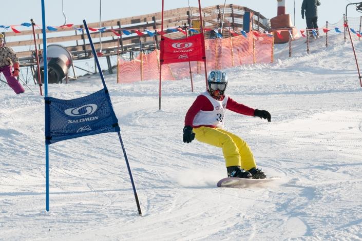Fotografia sportowa - zjazd na desce snowboardowej