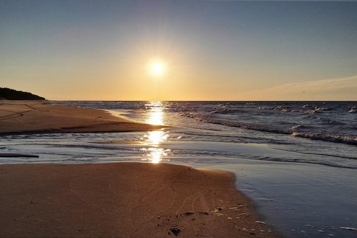 Zdjęcie krajobrazowe - plaża złoty zachód słońca